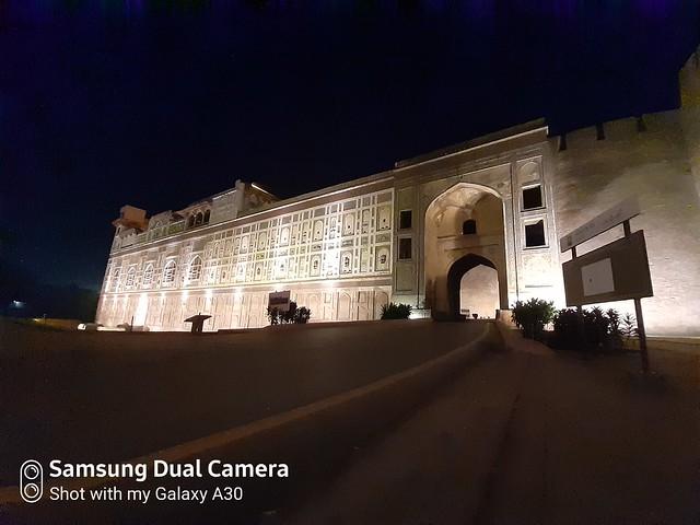 Shahi Qila ultra-wide shot mobile photography