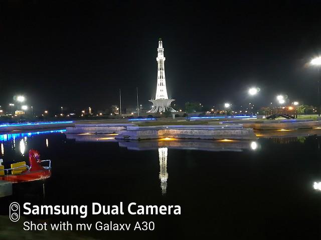 Minar-e-Pakistan auto shot mobile photography