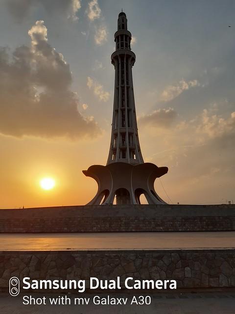 Minar-e-pakistan HDR mobile photography