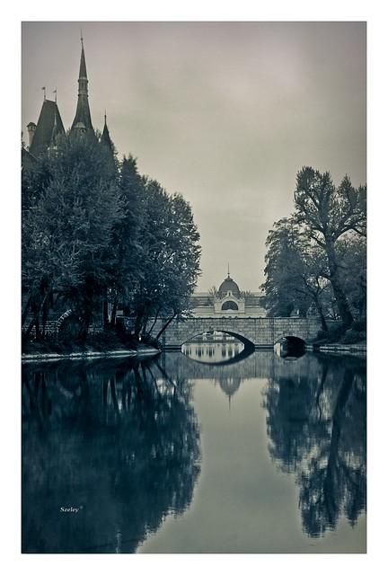 This is the lake if it were mine/ Ez a tó ha enyém lenne