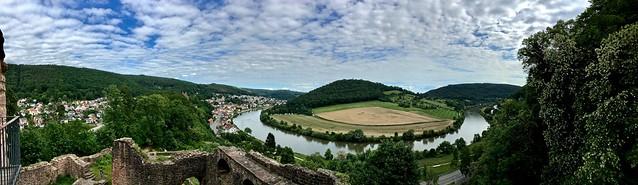 Blick von der Hinterburg auf den Dilsberg und Neckarsteinach