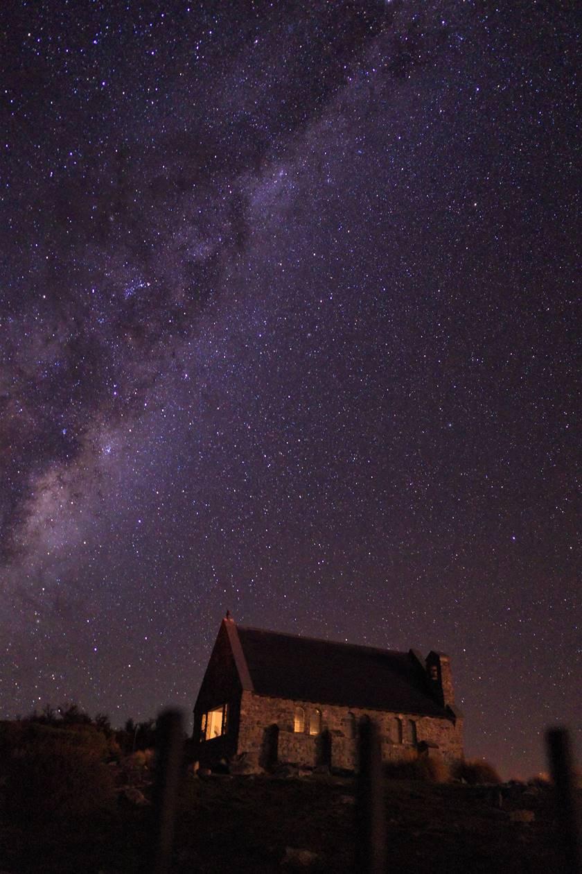 レイクテカポ 善き羊飼いの教会と星空