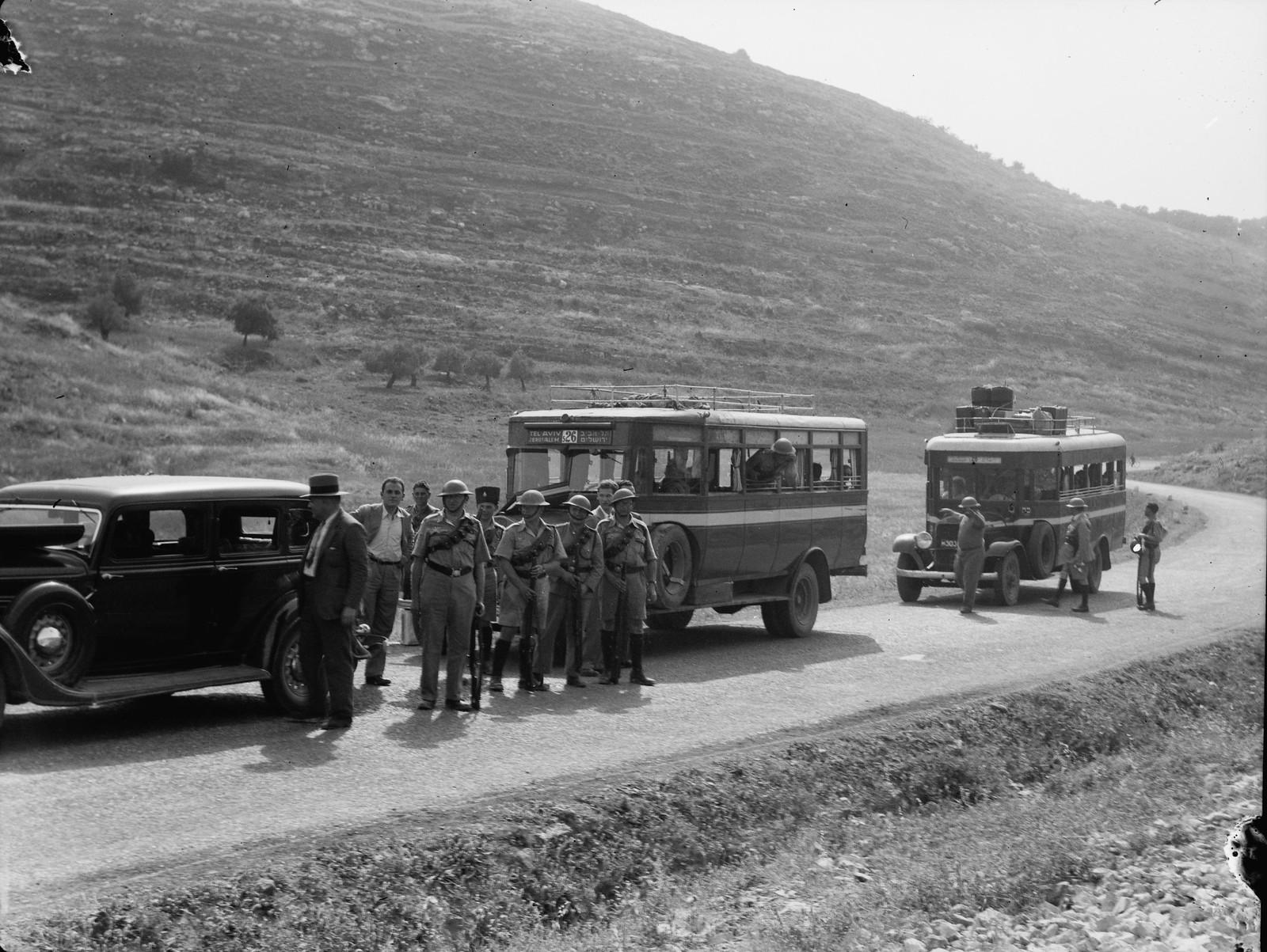 Еврейский конвой на дороге Яффо-Иерусалим в сопровождении полиции