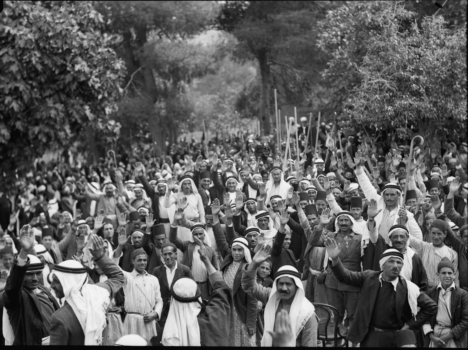 Арабы в Абу-Гош приносят присягу на верность арабскому делу