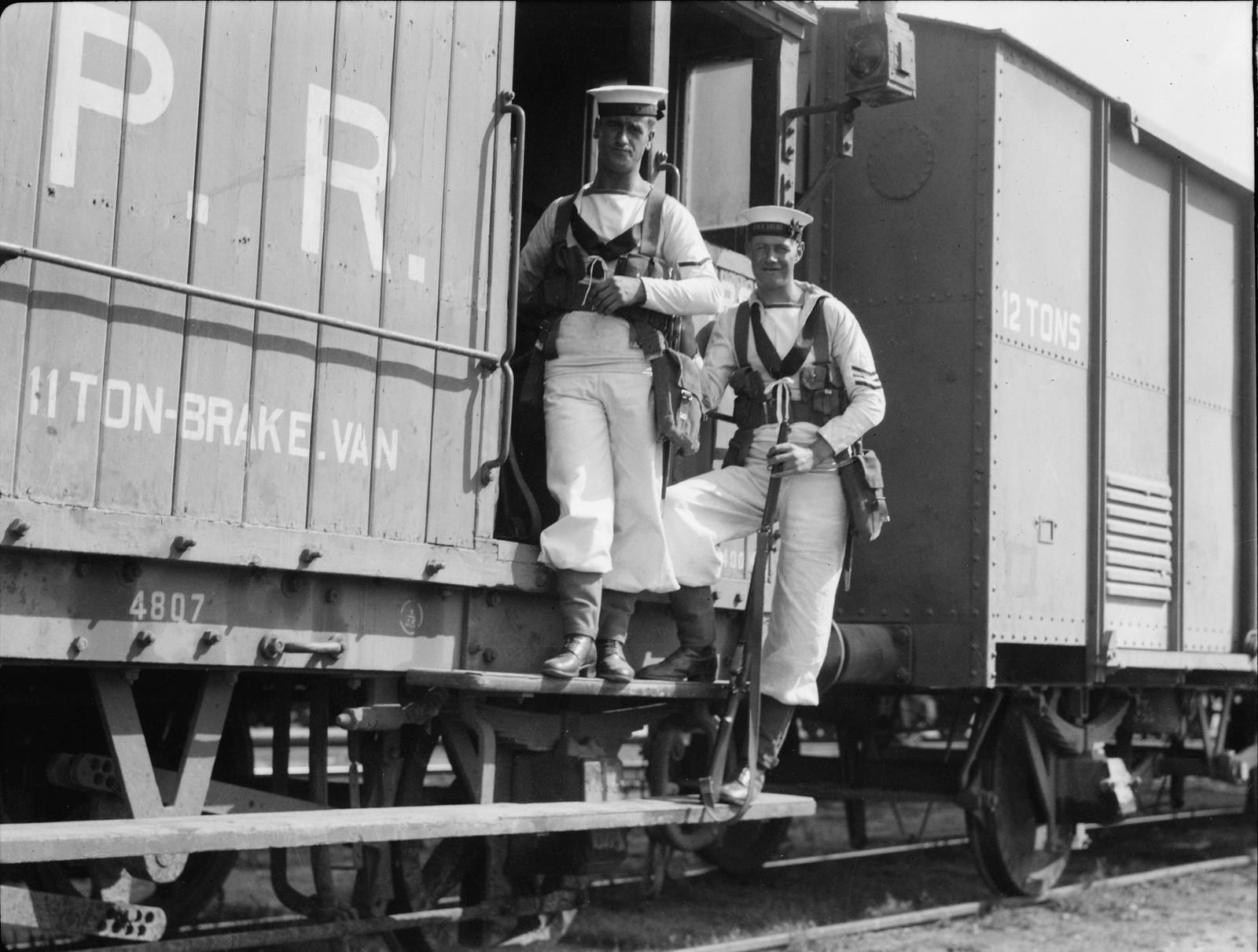 Британские морские пехотинцы на палестинских железных дорогах