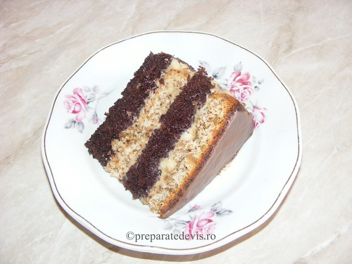 Tort cu blat de cacao si nuca | by World Food Recipes