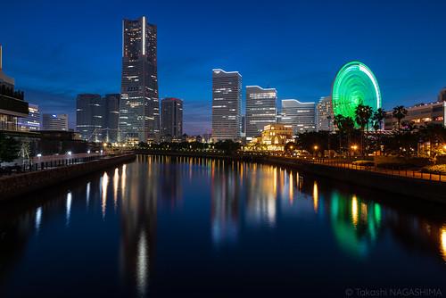 横浜市 神奈川県 日本 cityscape skyline city streetlight downtowndistrict yokohamalandmarktower officebuildings dusk bluehour yokohama minatomiraidisctict reflections aftersunset japan