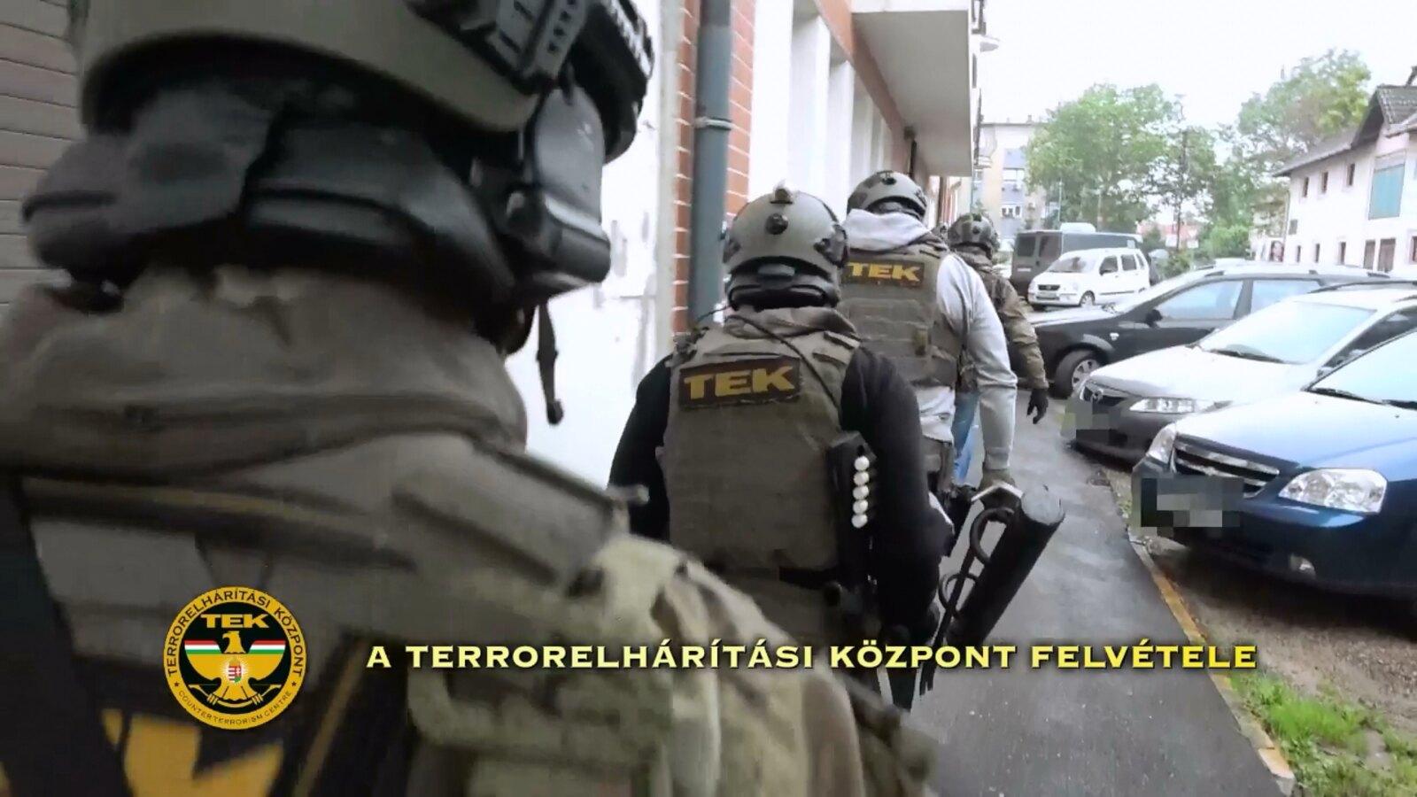 Óriásit akciózott az TEK pénteken: tizenöt helyszínen ütöttek rajta egyszerre, ötfős drogbandát fogtak