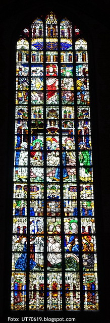 St Nikolaus Glasmalerei Grablege