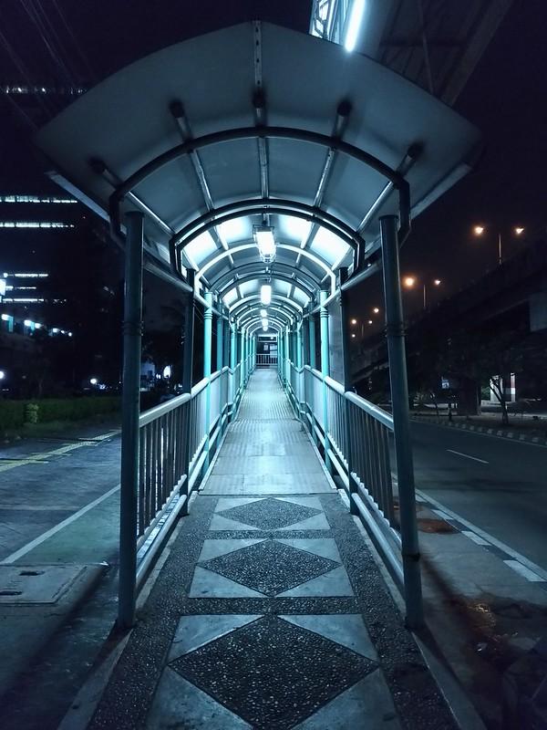 Jembatan Penyeberangan, Foto Asli