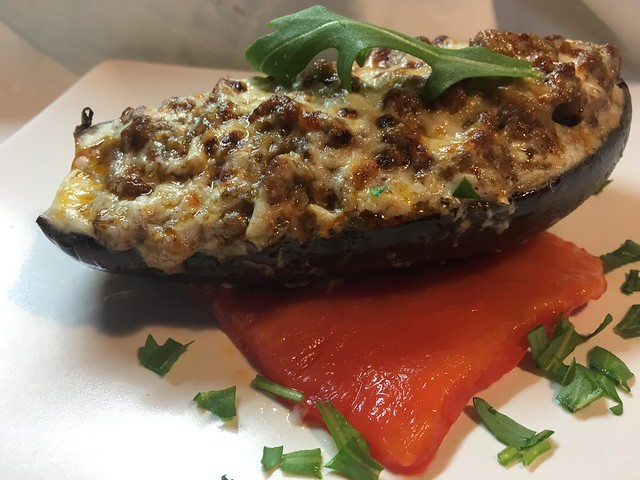 Berenjenas rellenas con pimientos asados
