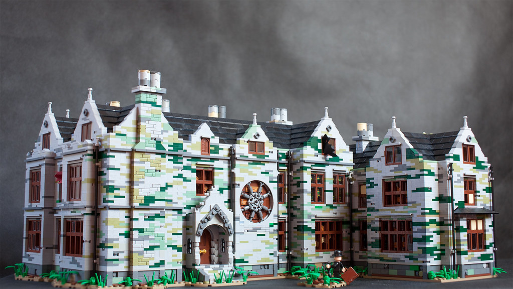 Old mansion (custom built Lego model)