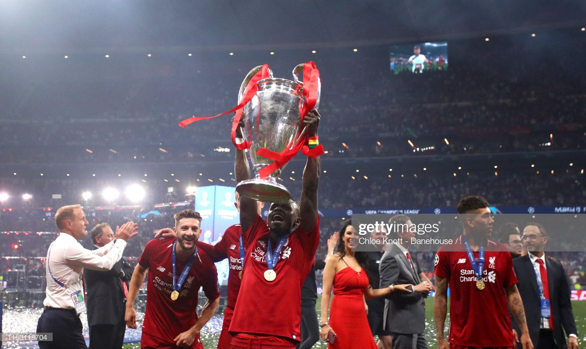 Sadio Mané et le Trophée de la Ligue des Champions avec son Club Liverpool (16)