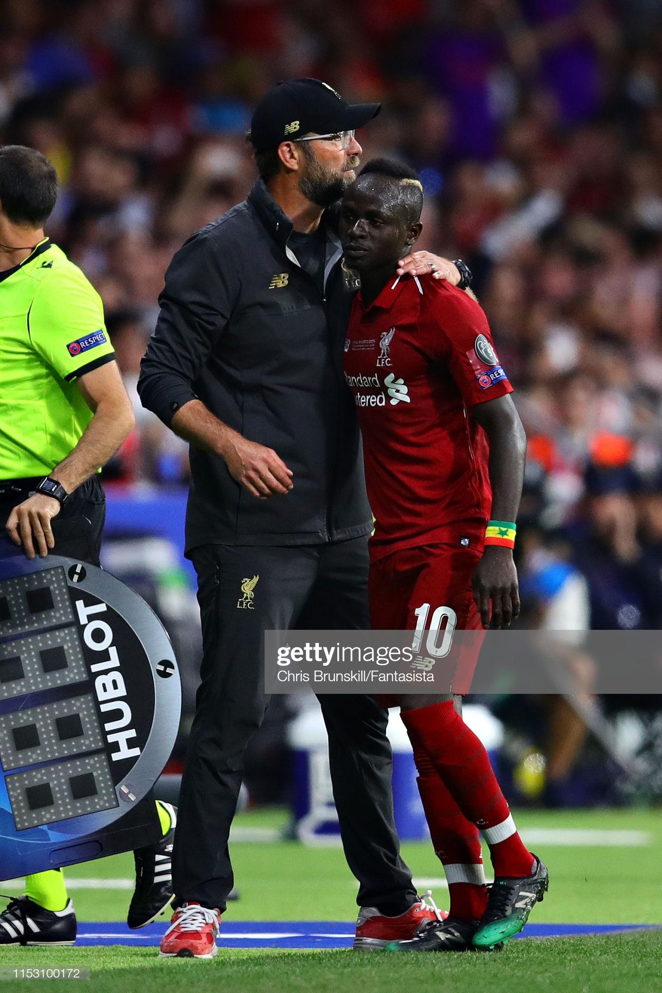 Sadio Mané et le Trophée de la Ligue des Champions avec son Club Liverpool (7)