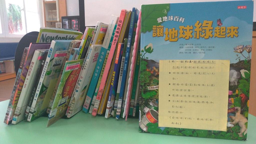 本次書展挑選繪本、期刊等共36本書,每本書都有一道專屬的題目。孫文臨攝