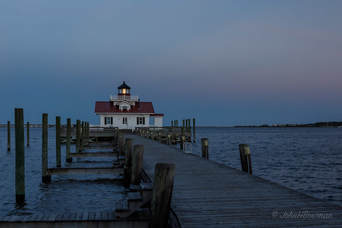 northcarolina outerbanks darecounty manteo lighthouses atlanticlighthouses nclighthouses roanokemarsheslight screwpilelighthouses replicalighthouses piersdocks bays shallowbagbay sunsets afterglow bluehour may2019 may 2019 canon24704l