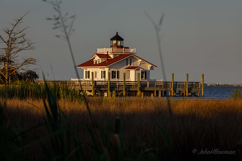 northcarolina outerbanks darecounty manteo lighthouses atlanticlighthouses nclighthouses roanokemarsheslight screwpilelighthouses replicalighthouses piersdocks bays shallowbagbay sunsets goldenhour may2019 may 2019 canon702004l2
