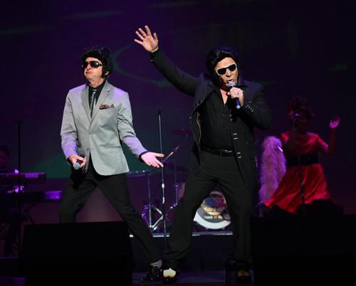 Dueling Elvis' (Elvi?)