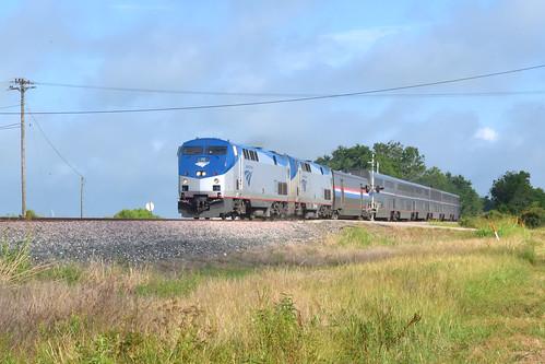amtk amtrak sunsetlimited superliner passenger train gliddensub sunsetroute up sp eaglelake texas p42 suckerhole clouds sun