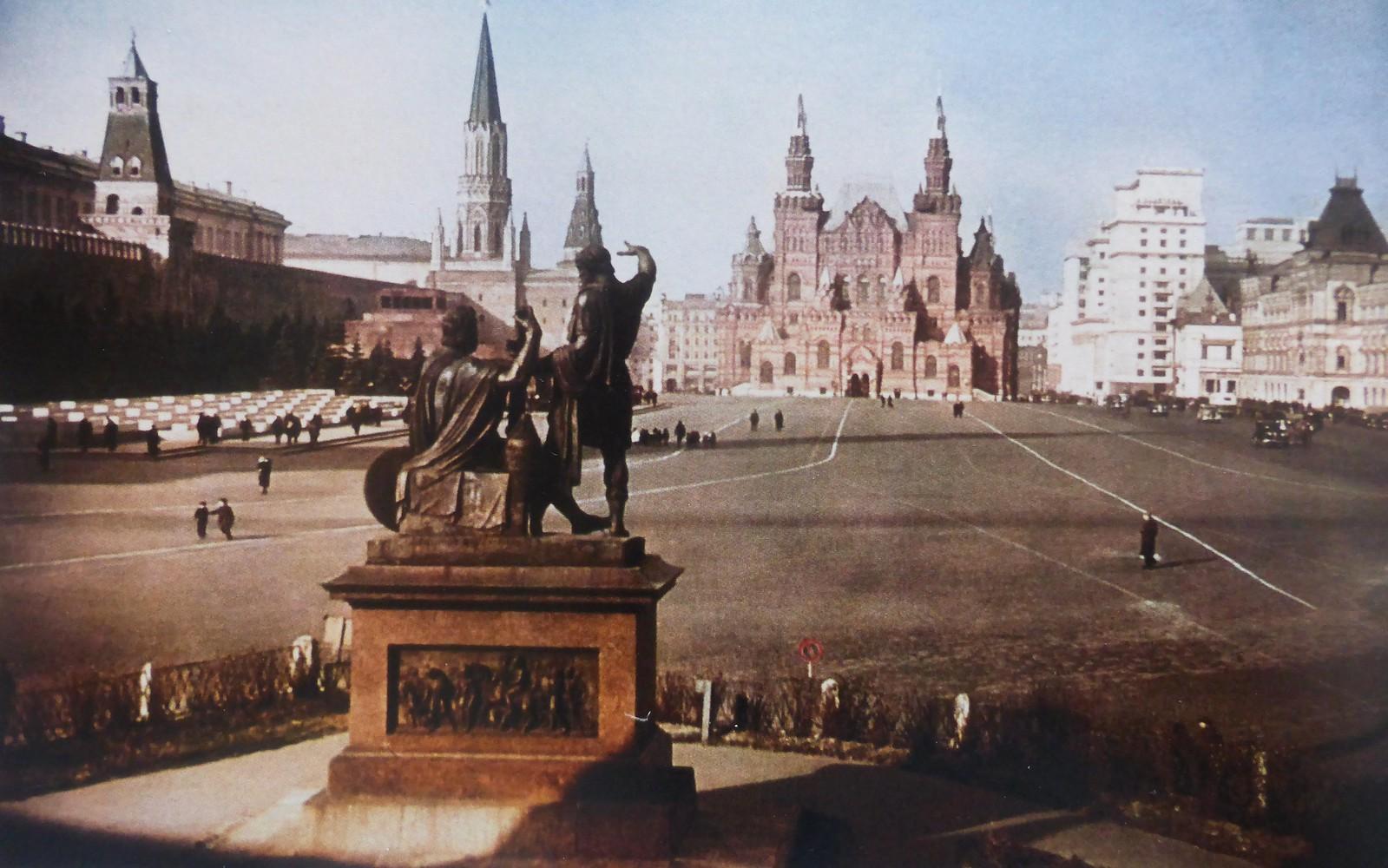 1939. Вид на Красную площадь в Москве