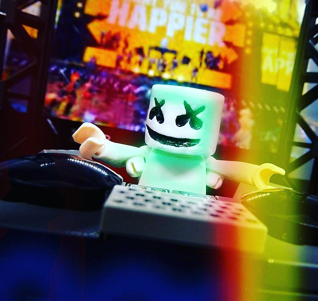 From #Fortnite One of my last #Custom #marshmallow One of the best event from #epicgames  what do you think guys ?? Hope you like It !! #epic #ps4 #custommade #greenstuff #minifigcustom #minifigs #toydesign #toy #IMC #italy #gaming #gamer #dance #sculpt #