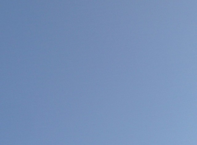 Fragment of an early summer evening sky of Derek Jarman blue #toronto #yongestreet #summer #evening #blue #sky #derekjarman