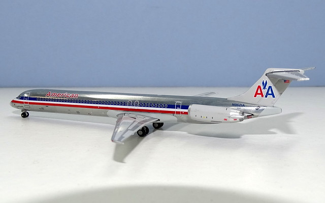 American Airlines McDonnell Douglas MD-83 N9621A