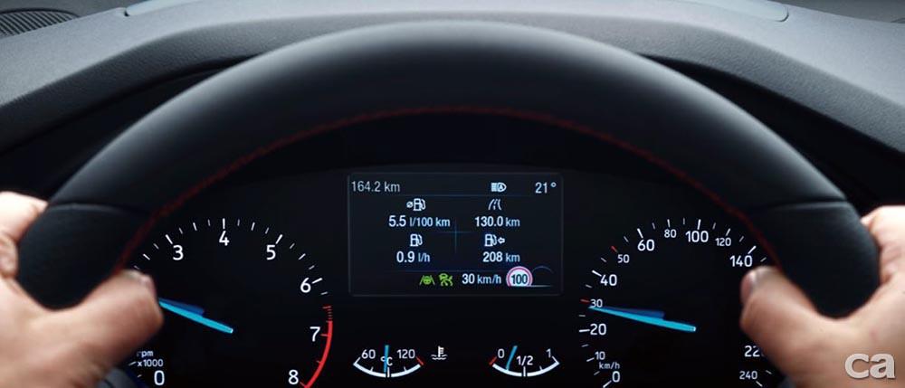 〈圖四〉先進智駕科技Ford Co-Pilot360TM再升級TSR道路標誌識別輔助系統,藉由車輛前方攝影鏡頭監控及識別行駛路段之道路號誌,以通知駕駛目前行駛路段之交通速限。