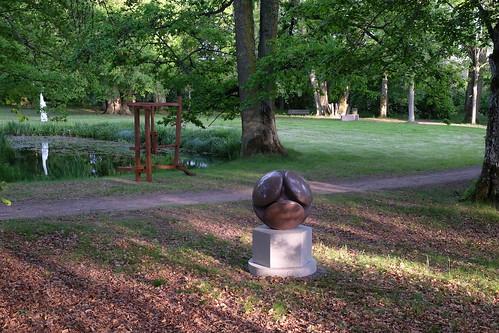 Ulf Johnssons välpolerade Rymdpollen i röd granit