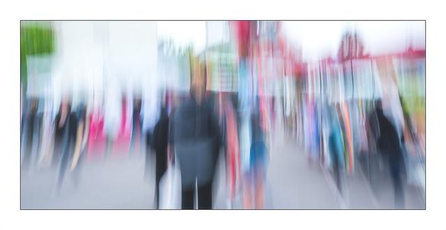En marche ,   comme une peinture abstraite