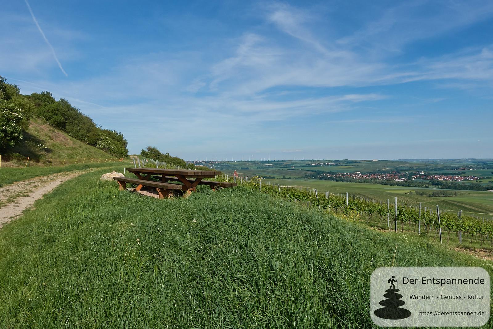 Tisch des Weines über Gau-Bickelheim