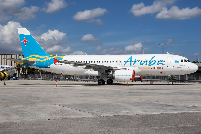P4-AAH / Aruba Airlines / Airbus A320-214