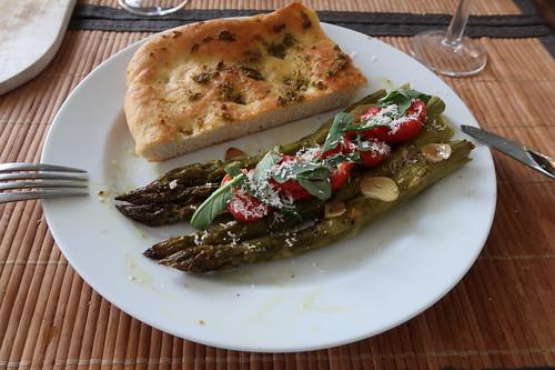 Ofenspargel auf italienische Art mit Focaccia (mein 2. Teller)