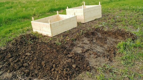 Double Digging for the Shallow Raised Bed