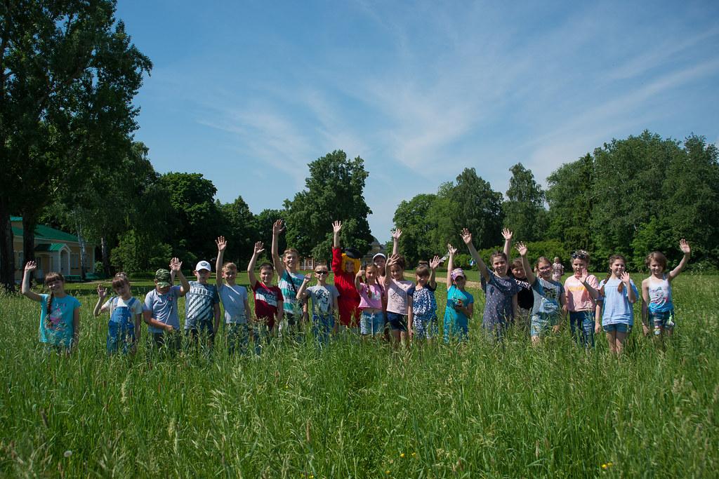 День защиты детей в «Тарханах». Фото с детьми на память