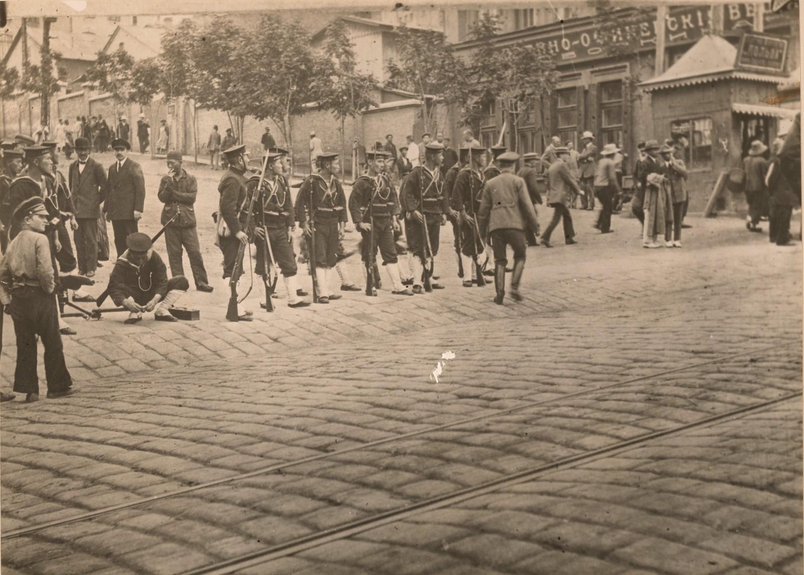 1918. Отряд японских моряков на улицах города. 16 сентября