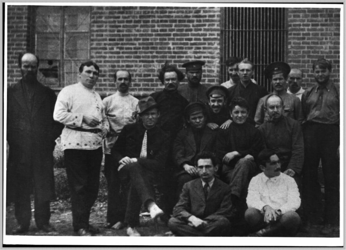 1918. Члены Владивостокского Совета, арестованные после восстания чехословацкого легиона 28 июня,  в концлагере. Август