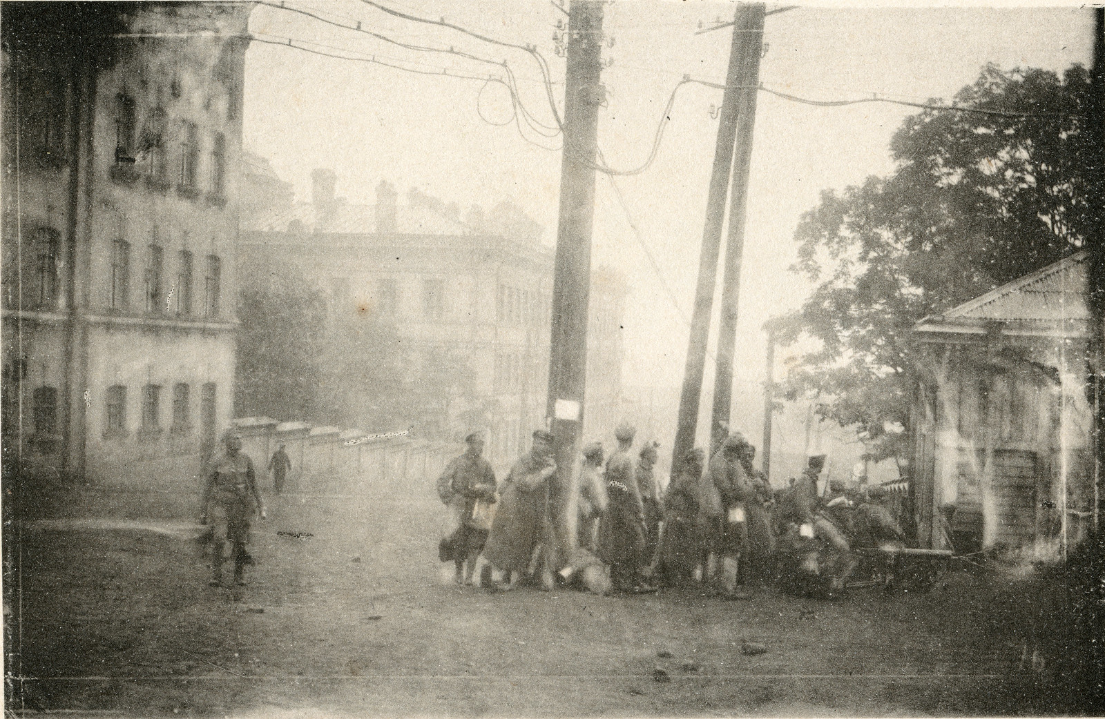 00. 1918. Пулеметный расчет чехов готовится к атаке на штаб большевиков. 28 июня