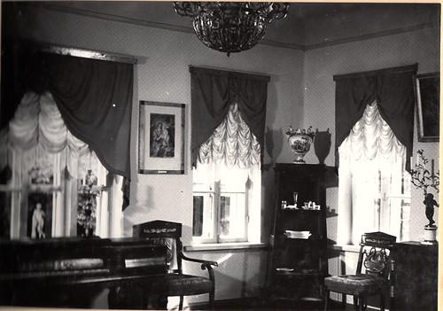 Барский дом. Зал. Экспозиция 1964 год