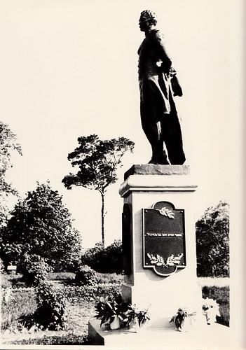 Памятник М.Ю. Лермонтову.Скульптор Б.А. Зотов.1958 год