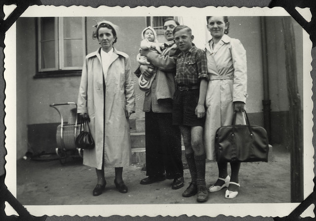 Album E19 Vor der Abfahrt nach Hannover, 1952