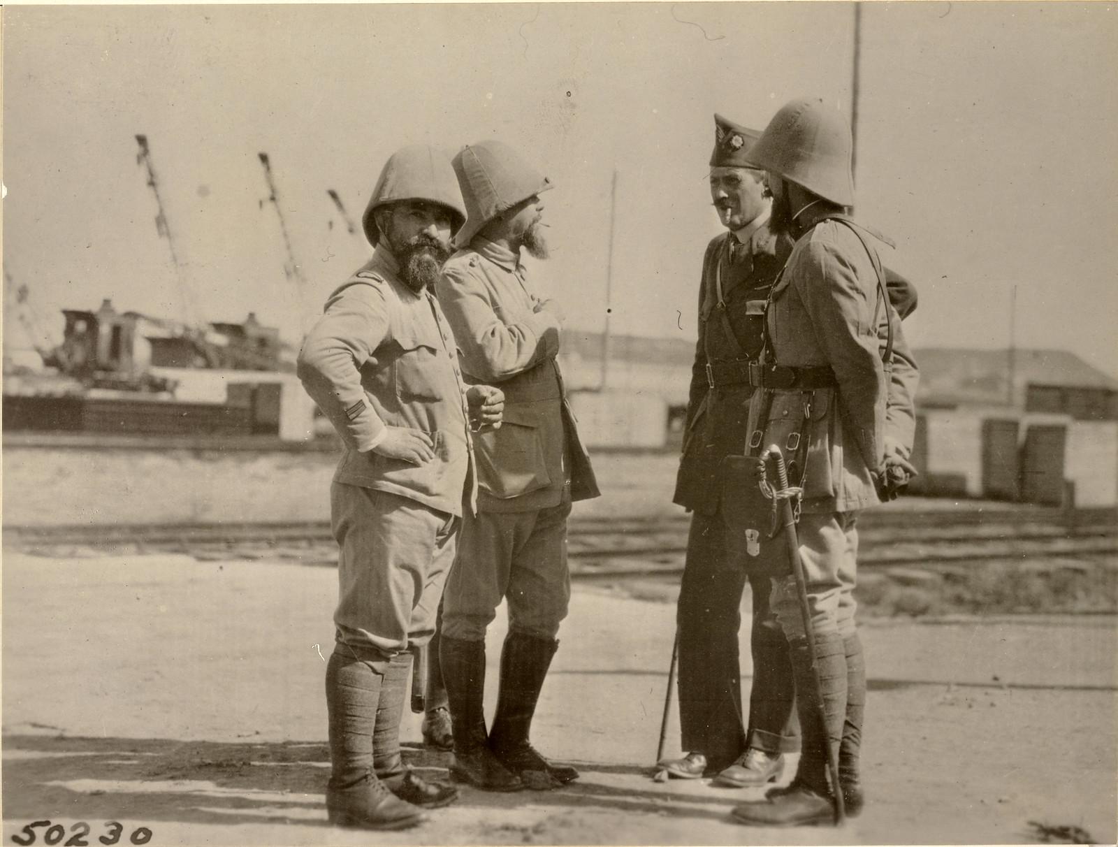 1918. Высадка французских войск. Французские офицеры