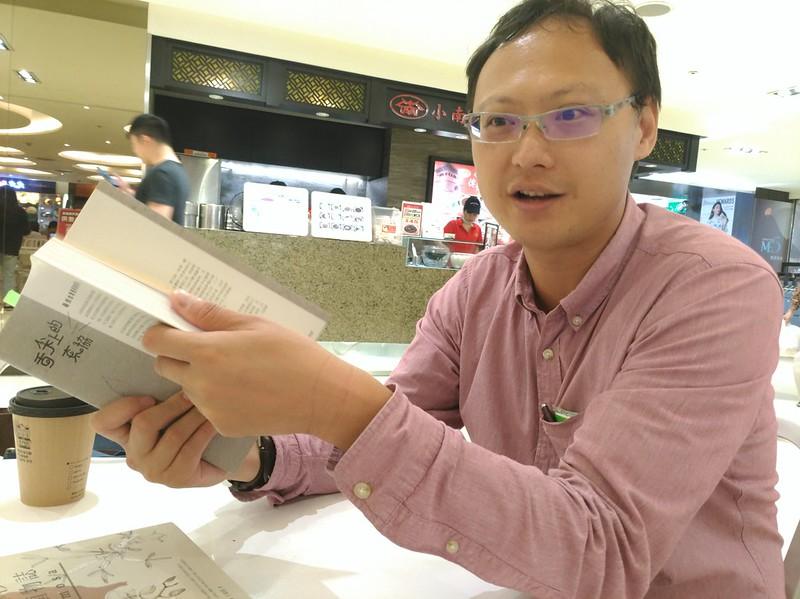 《舌尖上的東協》作者,熱帶雨林植物愛好者兼插畫家─胖胖樹王瑞閔。攝影:林倩如