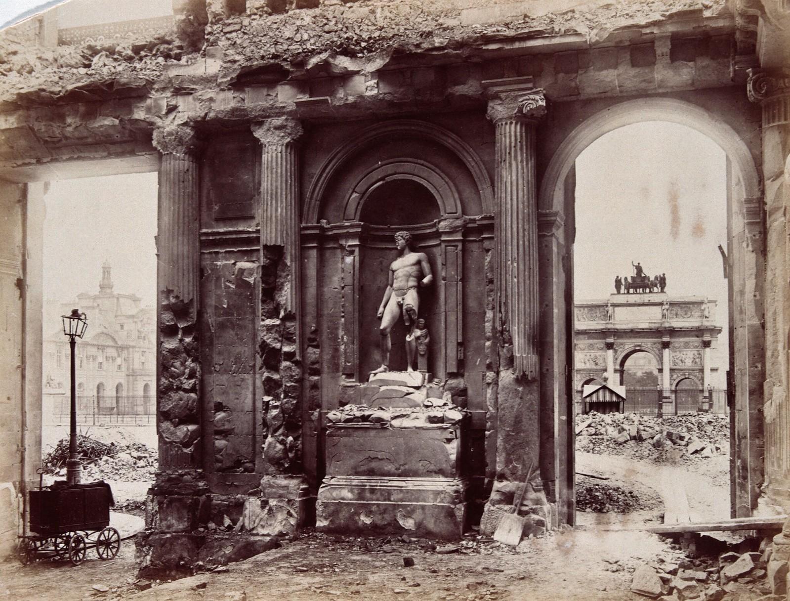 Руины дворца Тюильри