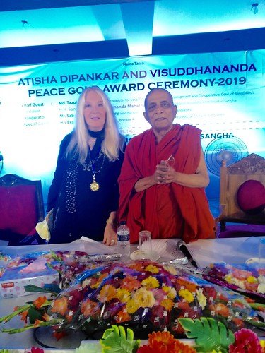 The Venerable with Vassula at the Award Ceremony