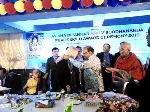 Vassula Receiving the Peace Gold Award