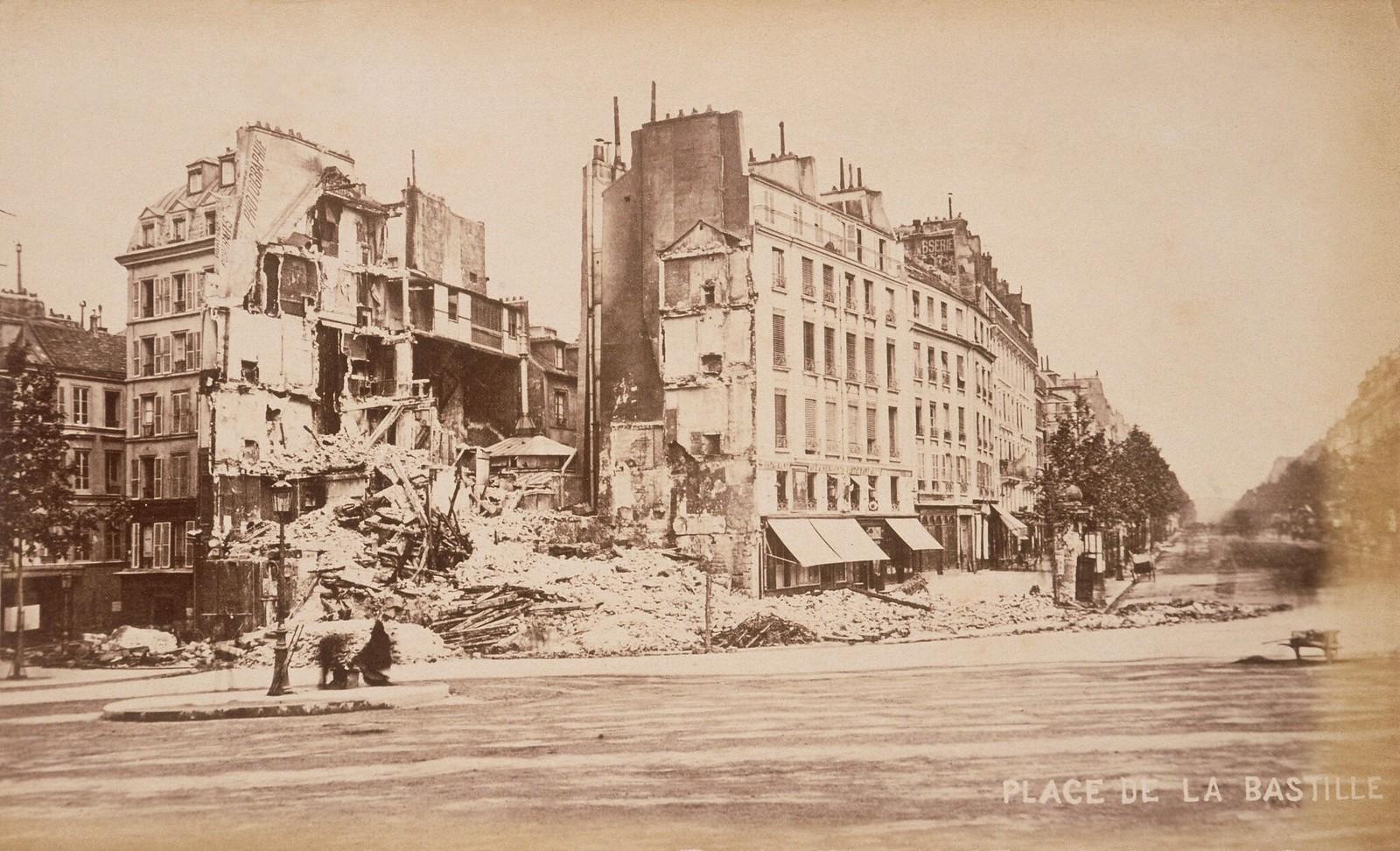 Площадь Бастилии сильно пострадала во время восстания