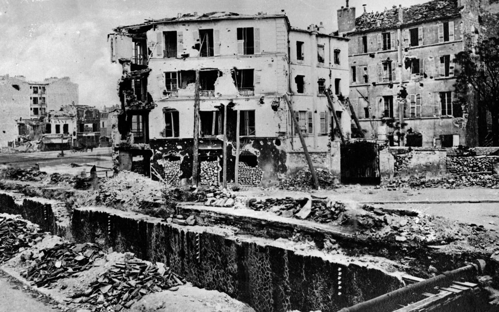 Дома в Отёй, разрушенные Версальской армией