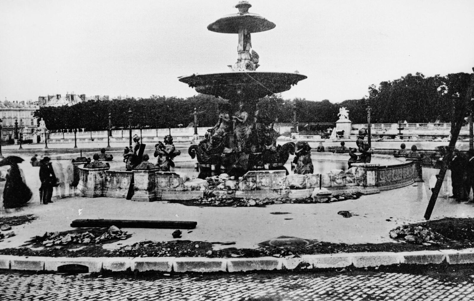 Разрушенный фонтан на площади Согласия