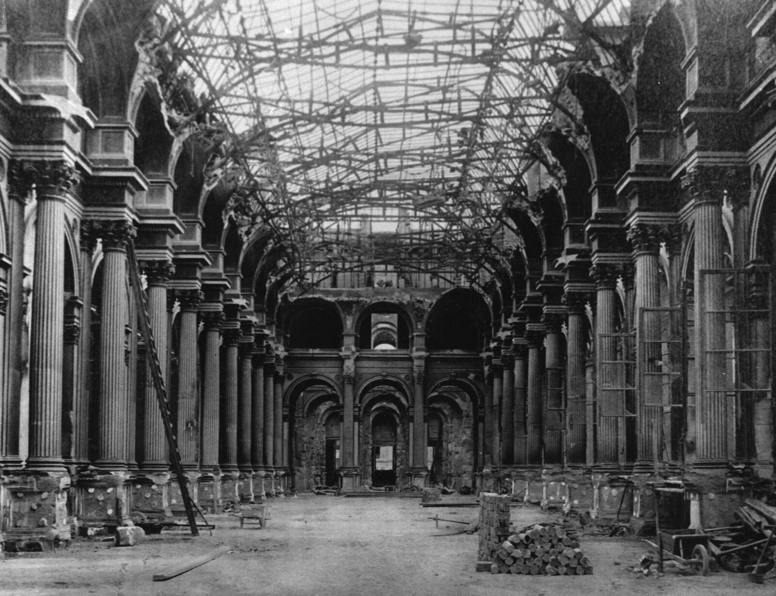 1871. Разрушение в Лувре, крыша была полностью разрушена